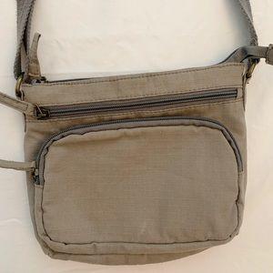 Grey crossbody purse!!